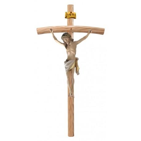 Christuskörper aus Holz auf gebogenen hellen Balken - Weißes Tuch