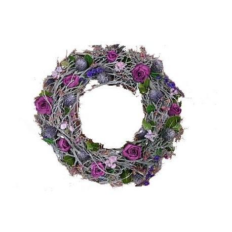 Corona con fiori in legno e rami