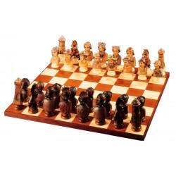Il gioco degli scacchi contadini scolpito in legno