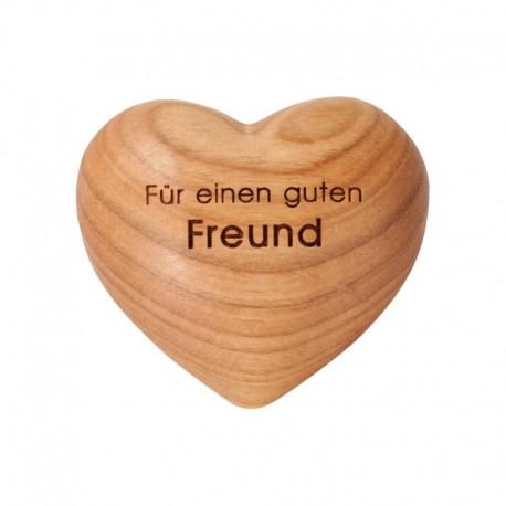 Holz-Herz mit Gravur Für einen guten Freund - hergestellt in St. Ulrich in Grödner Tal, aus Südtirol