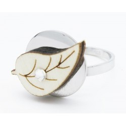 Ring with wooden leaf and Swarovski