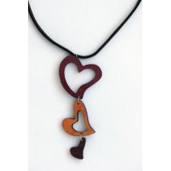 Cuoricini pendenti creano una squisita collana