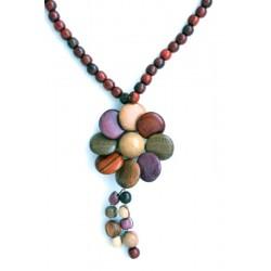 Perle di legno ed elemento a fiore per questa collana