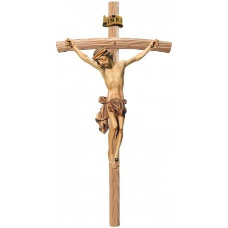 Christuskörper traditionell geschnitzt auf gebogenen hellen Balken, Dolfi Kruzifix Holz geschnitzt - Brauntöne lasiert
