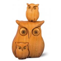 Gufo in legno con due piccoli gufetti