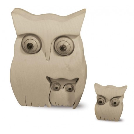 Owl with Kids 10cm in Untreated maple wood carved in the smallest. Details By Sculptors