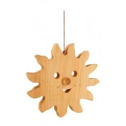 Il sole scolpito in legno risplende alto per i piccoli