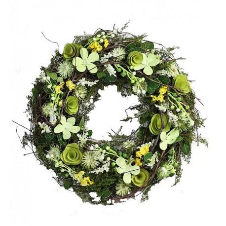 Corona della collezione con bacche e fiori in legno