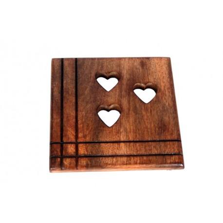 Sotto pentola in legno scolpito con cuori 18 x 18 cm
