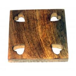 Poggia pentola con intaglio cuori in legno pregiato