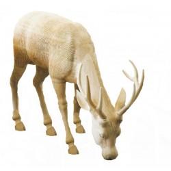 Cervo che bruca in pregevole legno di tiglio