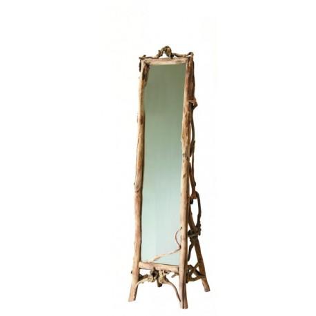 Spiegel aus Waldwurzeln