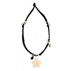 Black elastic necklace with flower carved in wood