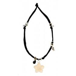 Halskette schwarz mit Holzblume | Dolfi Namenskette, diese Kreation ist in Gröden hergestellt
