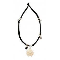 Blue elastic necklace with daisy carved in wood