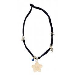 Trachtenkette, Halskette mit dunkel blauem Stretch-Baumwollstoff, Blume aus Holz, Dolfi Halsketten