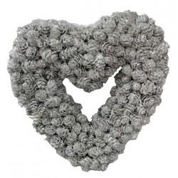 Corona a cuore con piccole pigne argentate 24x22,5x5 cm