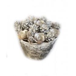 Centrotavola con fiori di legno bianchi