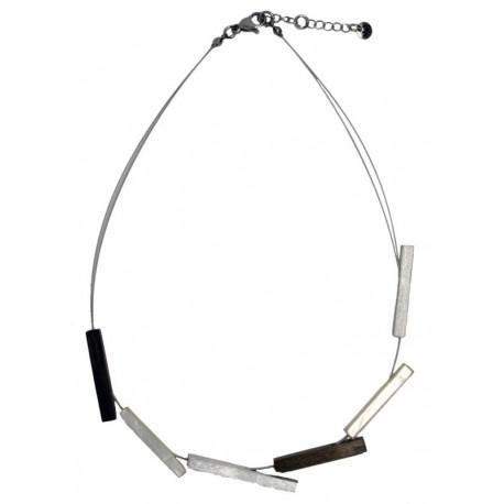 Halskette aus Nussbaumholz