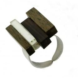 Anello in metallo con elemento in legno nobile e madreperla