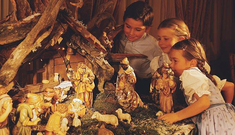 Original DOLFI wooden nativity scenes